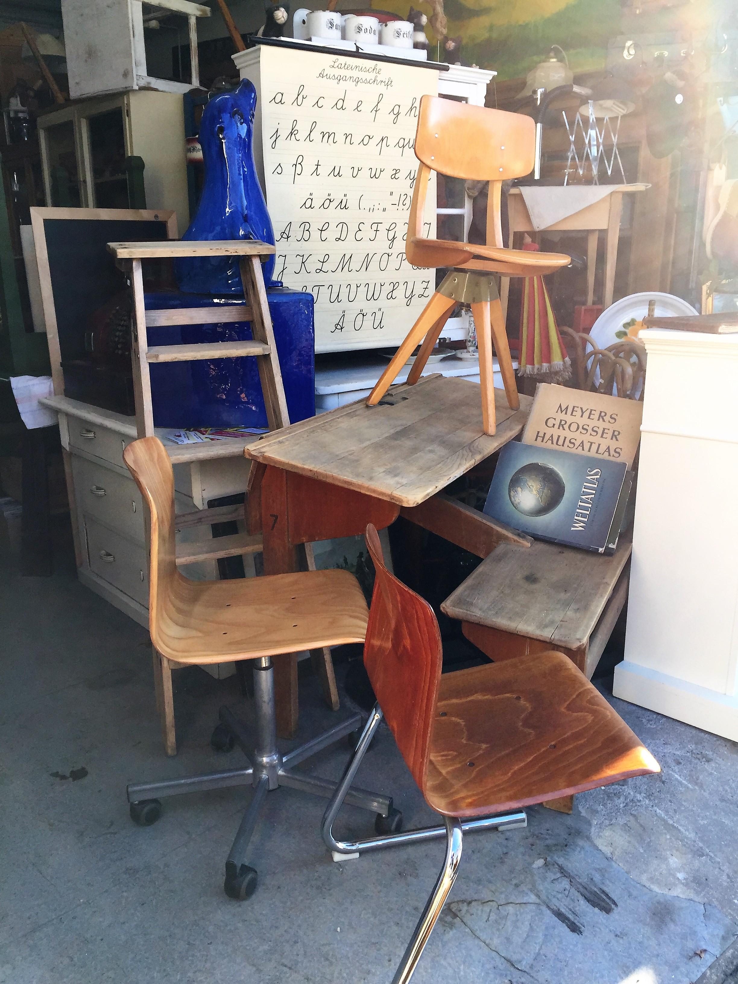antike-schulbank-stühle-60jahre-70jahre